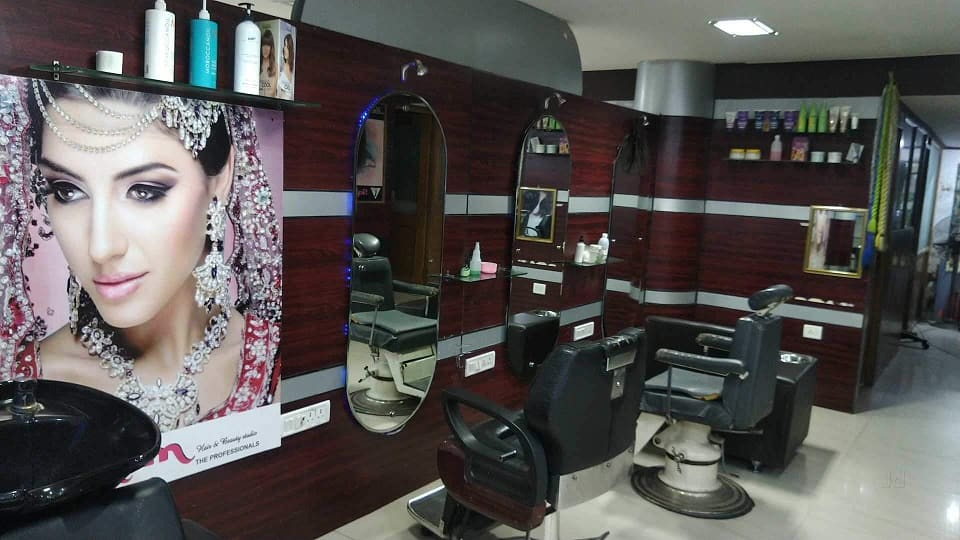 offers and deals at Salim Hair & Beauty Studio Sector-11 in Panchkula