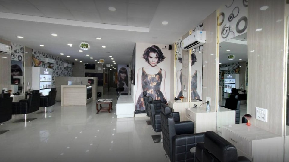 offers and deals at Glamzone Unisex Salon Baltana in Zirakpur