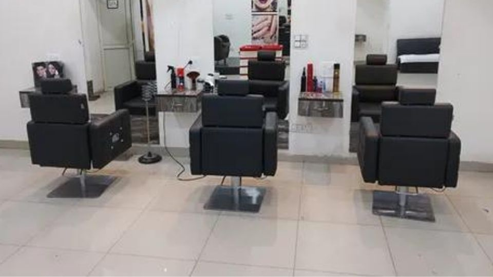 offers and deals at Master of Hair's Unisex Salon Sunny Enclave in KHARAR
