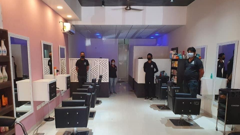 offers and deals at Petals Family Salon Peer Muchalla in Zirakpur