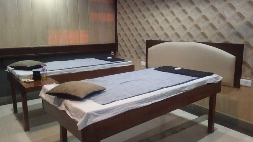 offers and deals at Golden Glow Spa Sector-34 in Chandigarh