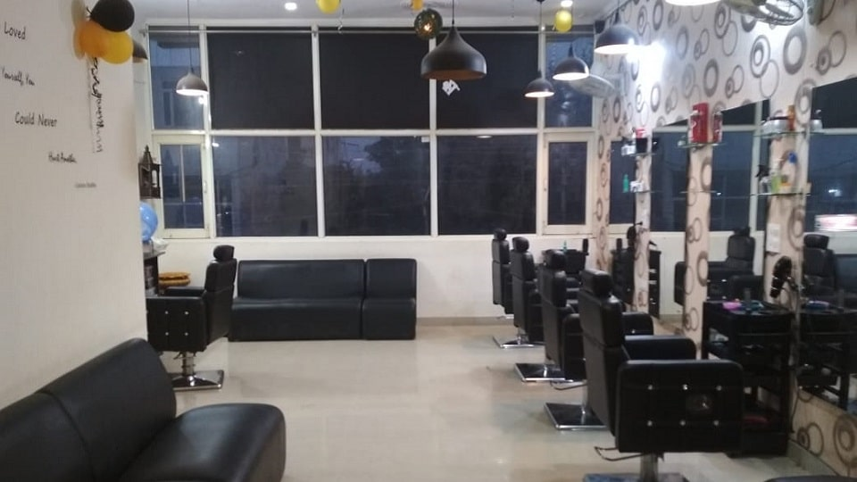offers and deals at Amaira Family Salon Sector 126 in Mohali