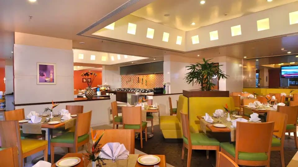 Flavours Restaurant - Hometel Industrial-Area-Phase-1 Chandigarh