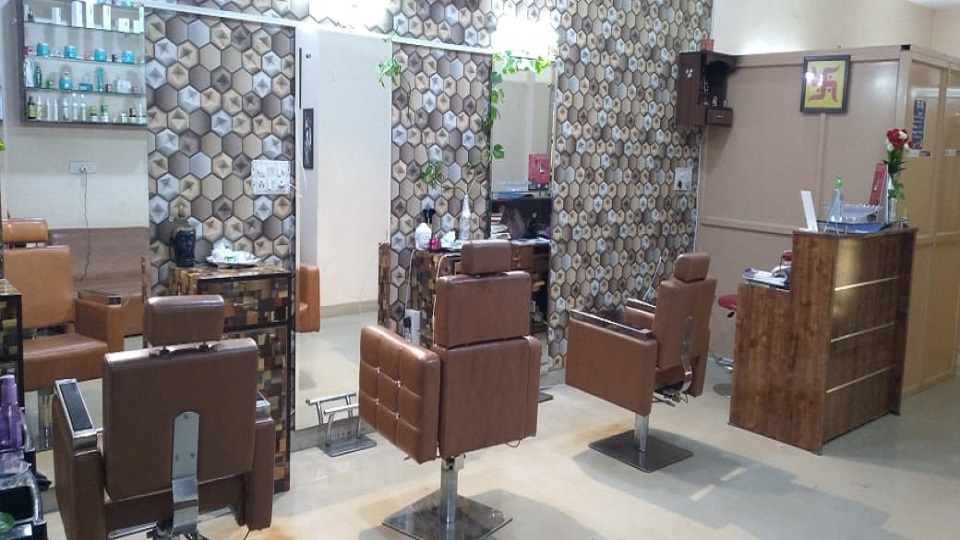 offers and deals at Reetu's Beauty Lounge A Family Salon Sunny Enclave in KHARAR