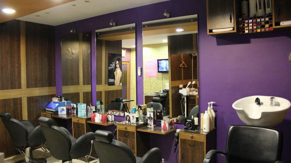 Mohmmads Hair Art Unisex Salon Sector-16 Chandigarh