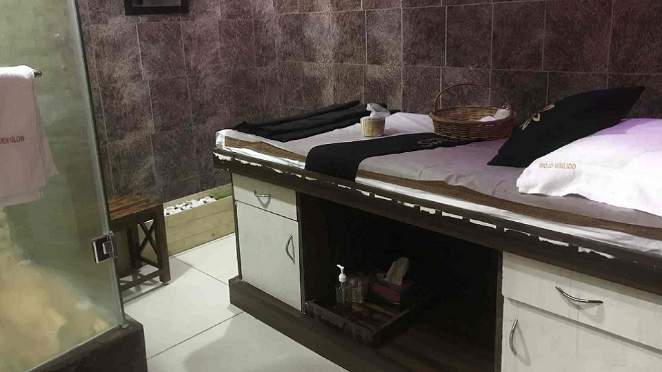 offers and deals at Golden Glow Spa Sector-10 in Panchkula