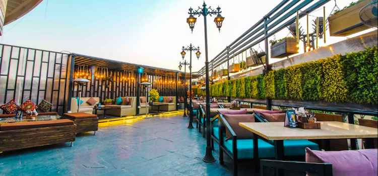 Head On To These 10 Best Rooftop Bars In Delhi To Enjoy City's Delightful Monsoon
